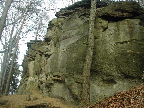 Skała na szczycie Kamień